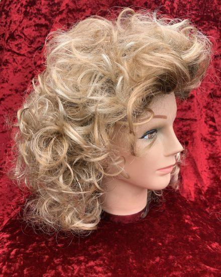Curly sandy wig